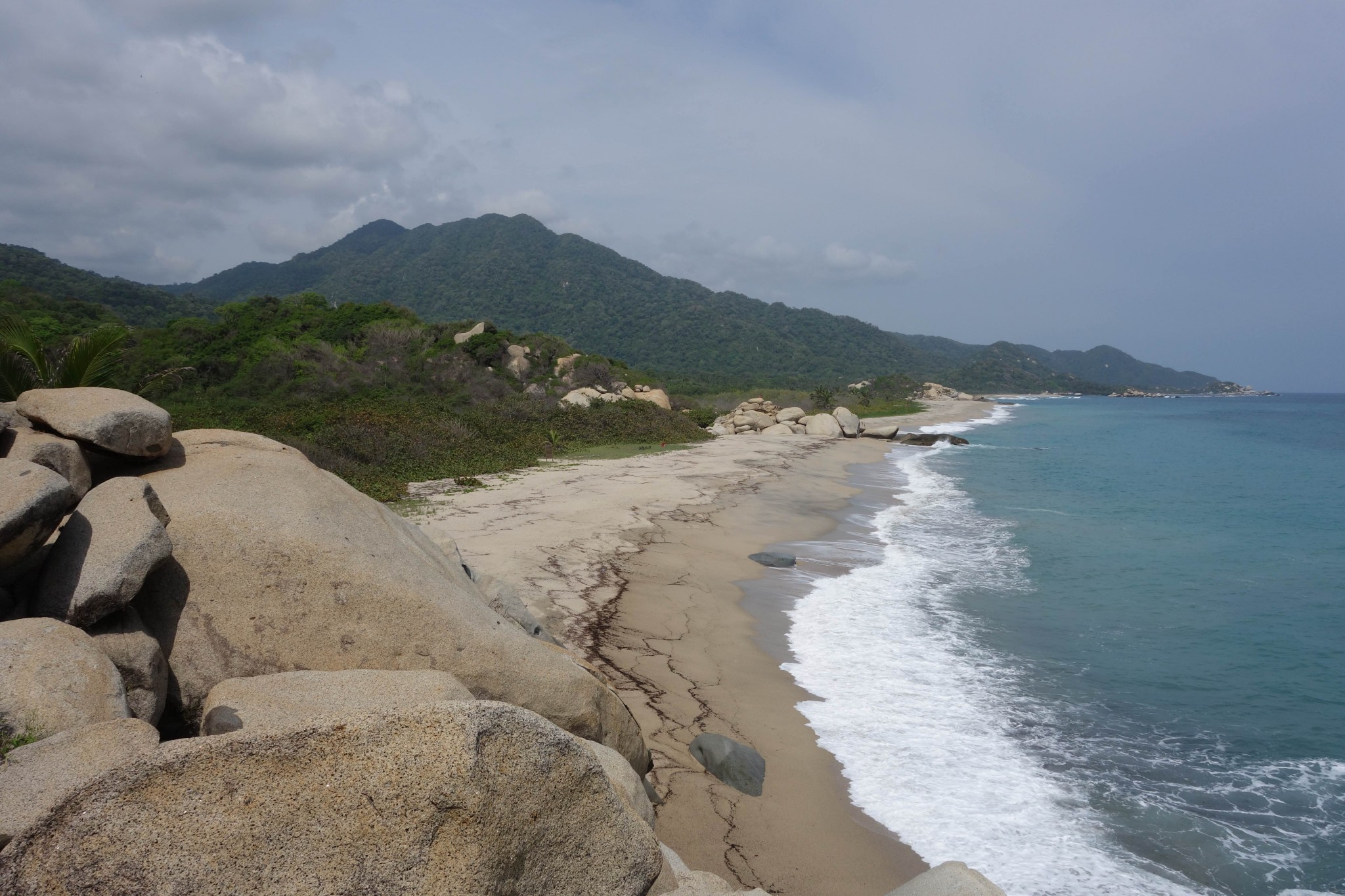 Parque Tayrona Blick vom Felsen auf den Strand