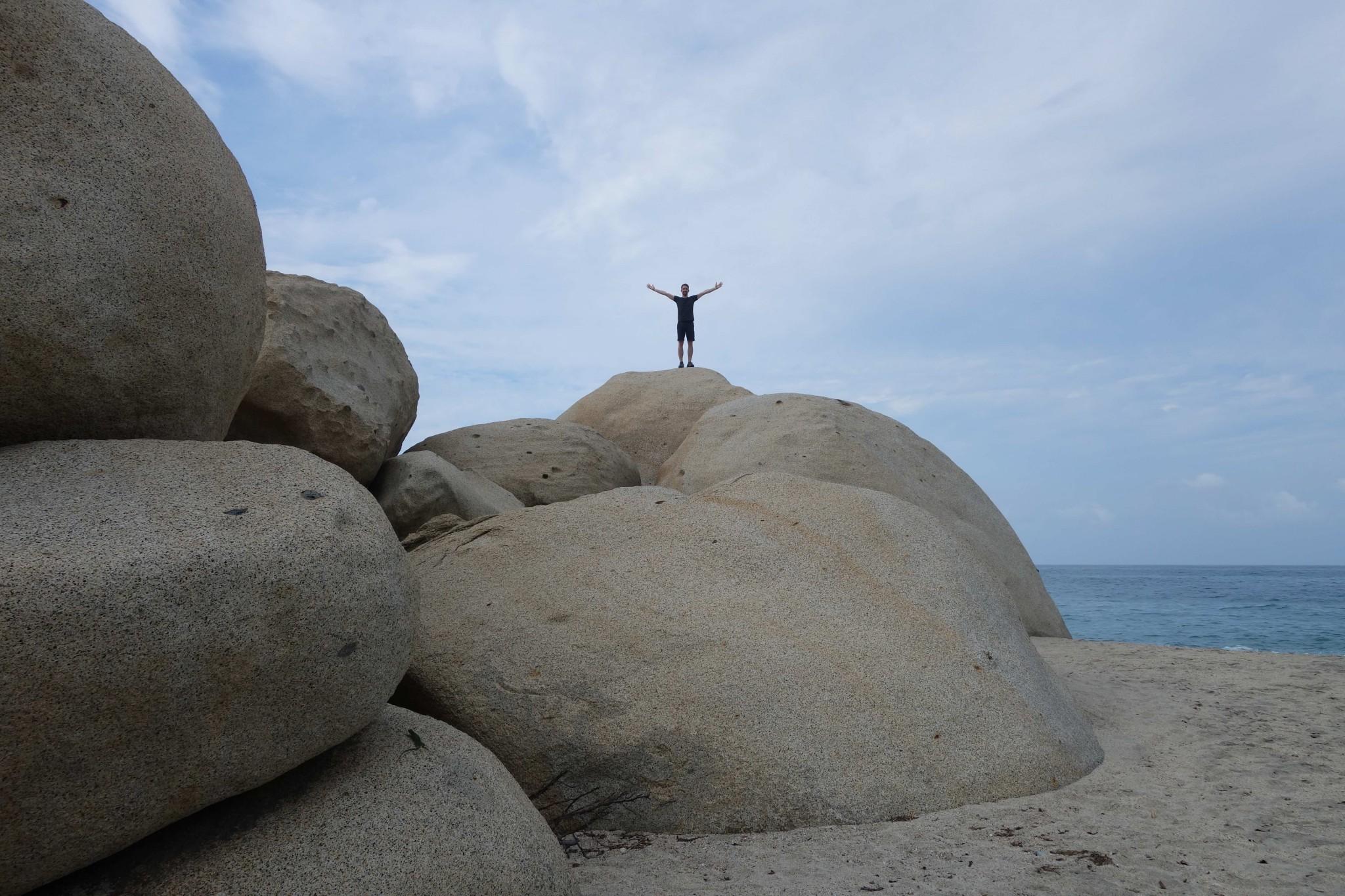 Parque Tayrona große Felsen am Strand