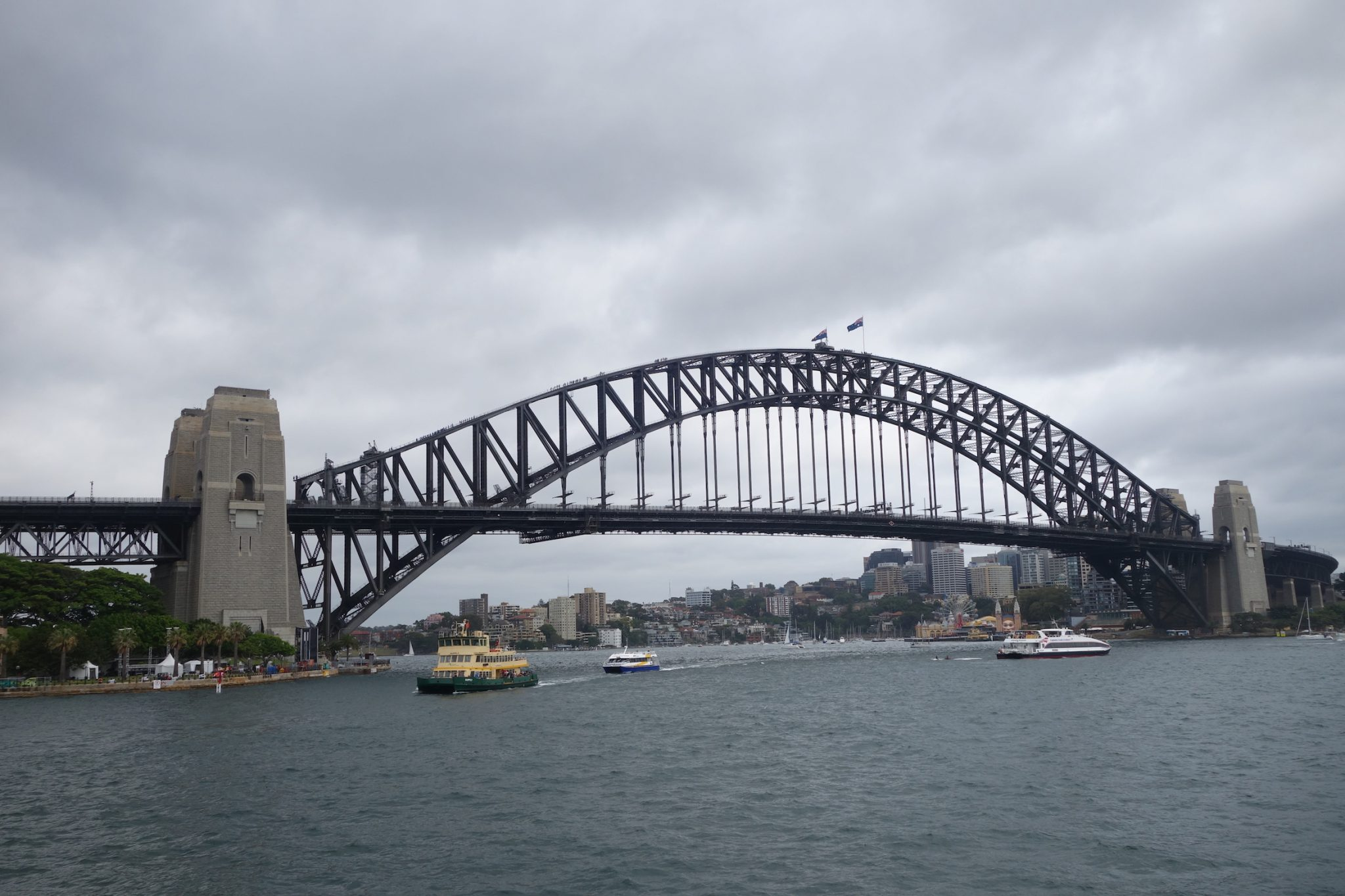 Sydney_ManlyBeach_Ferry_HarbourBridge