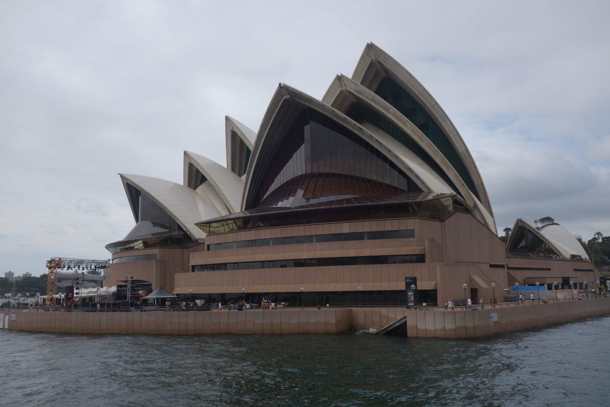 Sydney_ManlyBeach_Ferry_OperaHouse