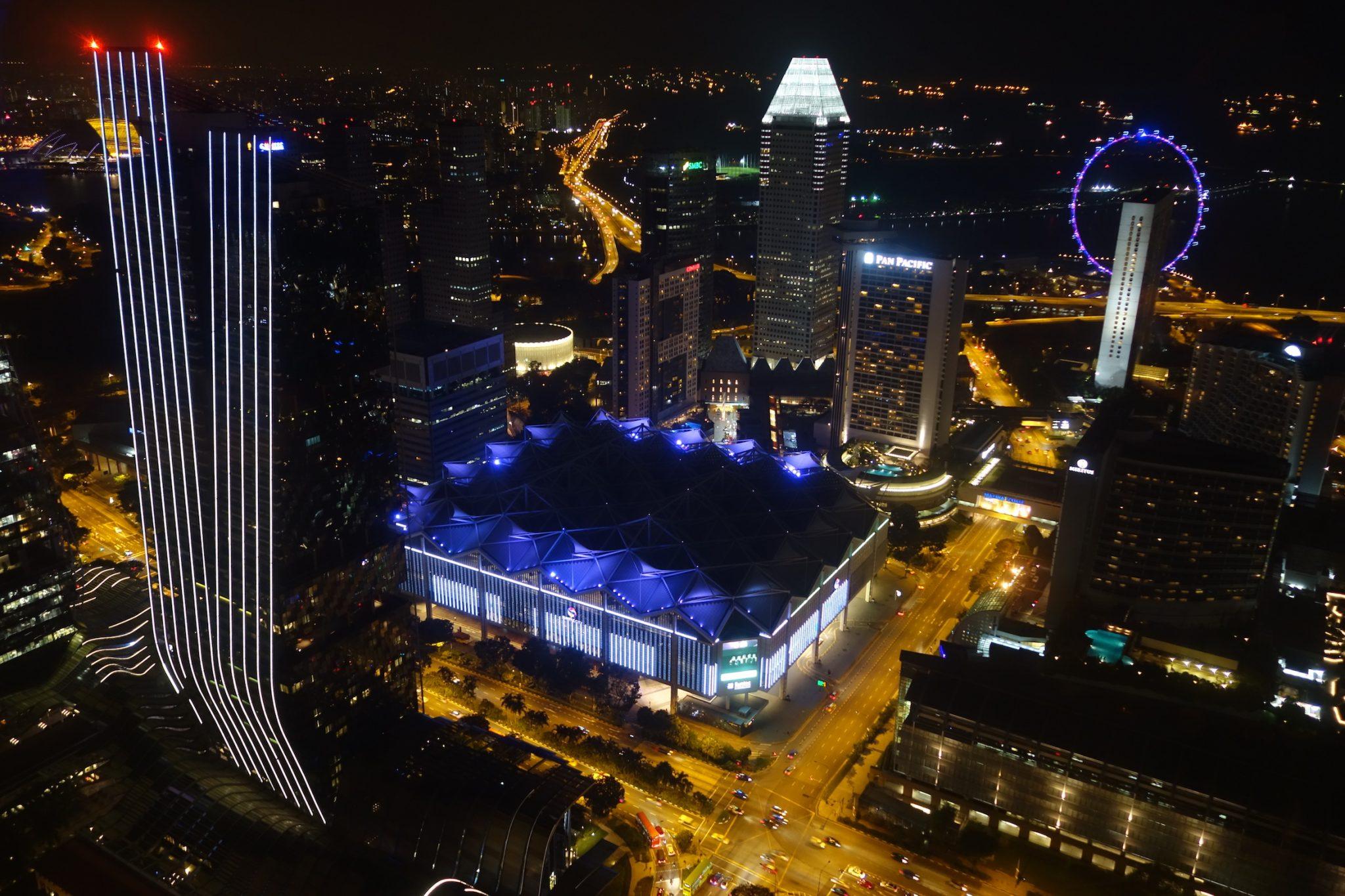 Singapur_CBD_MarinaBay_SkyBar_SwissHotel_1_Aussicht