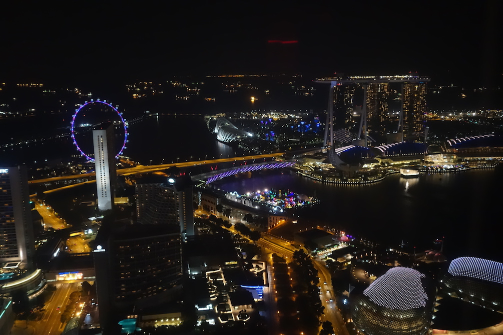 Singapur_CBD_MarinaBay_SkyBar_SwissHotel_2_Aussicht