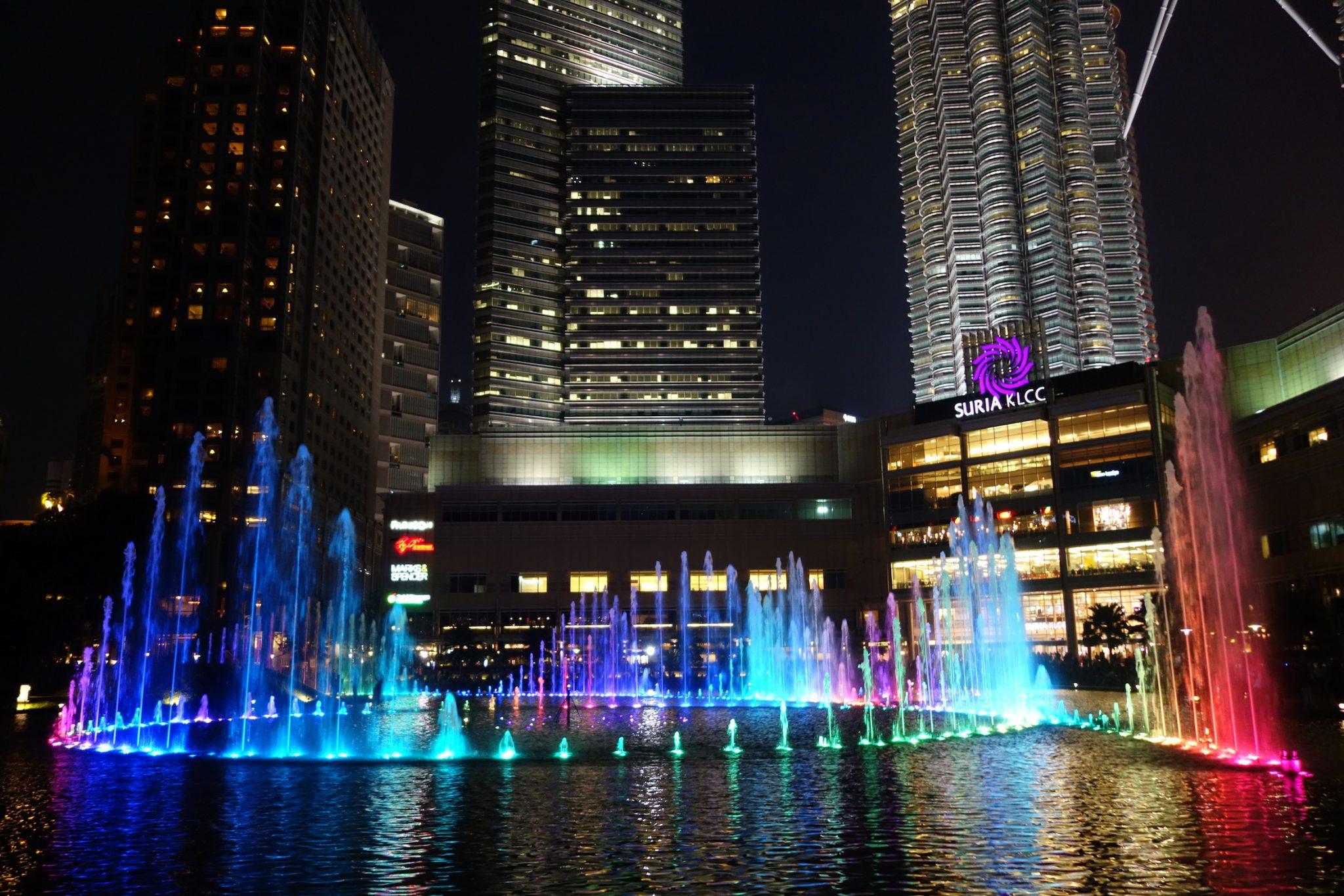 KualaLumpur_PatronasTwinTowers_2_LightSymphony