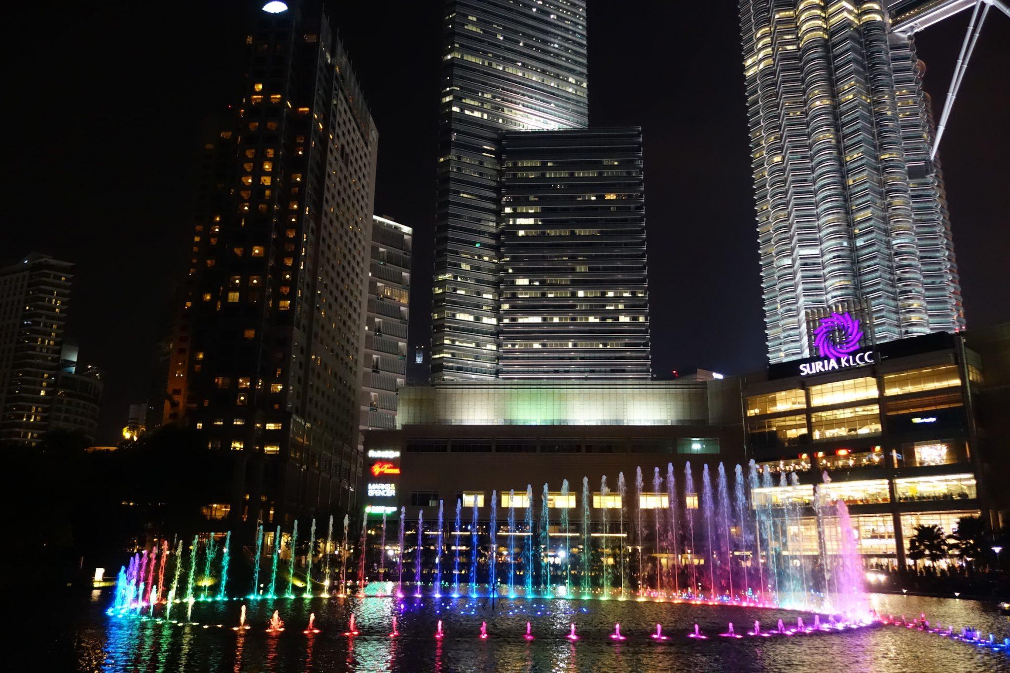 KualaLumpur_PatronasTwinTowers_7_LightSymphony